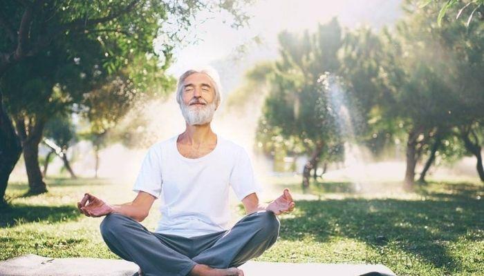 Медитация на фоне красивой приводы