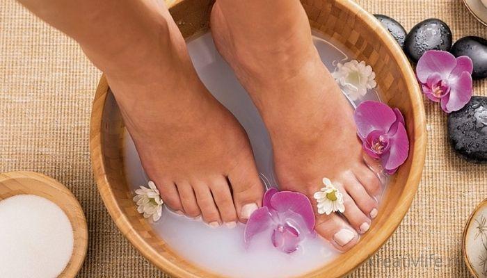 Ванночка для ног. Красивая с содой и цветами